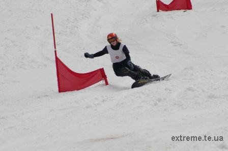Сноубордистка Тимош Світлана на трасі слалома