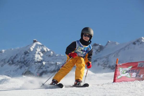 Як правильно працювати колінами на лижах?