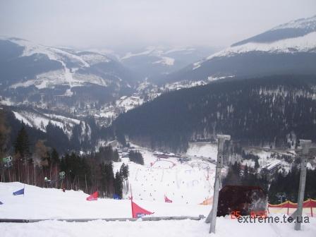 Сноубордистська траса паралельного слалому. Вид з гори на Spindleruv Mlyn.