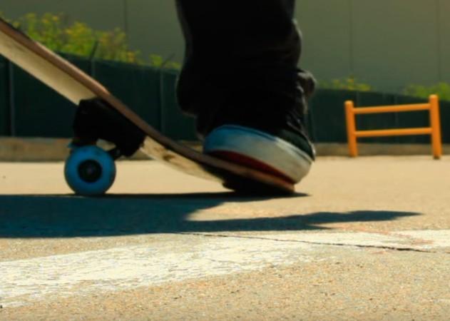 Backside Pop Shove It на скейтборді