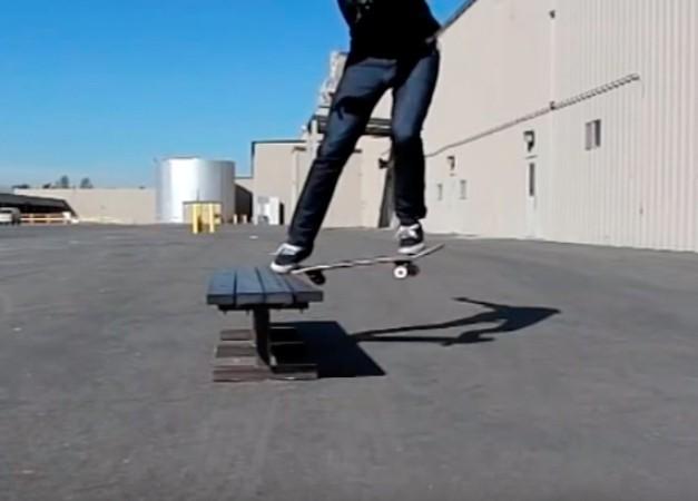 Трюк Frontside Noseslide на скейтборді