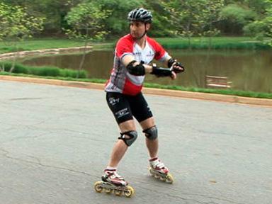 Як навчитися кататись на роликах заднім ходом?