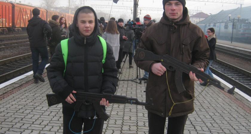 """Вихованці """"Екстріму"""" на 98-й річниці пам'яті Героїв Крут в Тернополі"""
