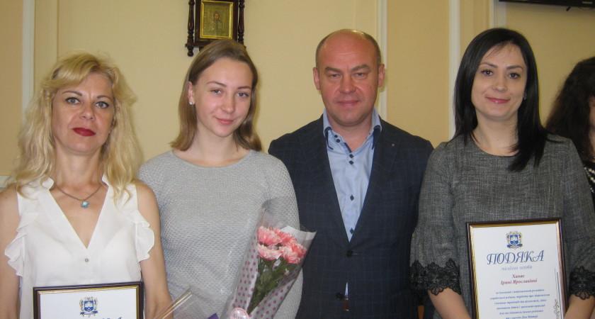 Мер Тернополя Сергій Надал нагородив матерів  з нагоди Свята Матері  13 травня 2017 р.