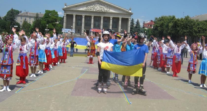 Вихованці Тернопільської спортшколи «Екстрім» на святі  Дня Конституції України 27 червня 2017 р.